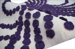Niepowtarzalny niespotykany beżowy z fioletowymi różami 160x230