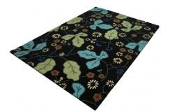 Jedyny w swoim rodzaju czarny dywan w kwiaty 160x230