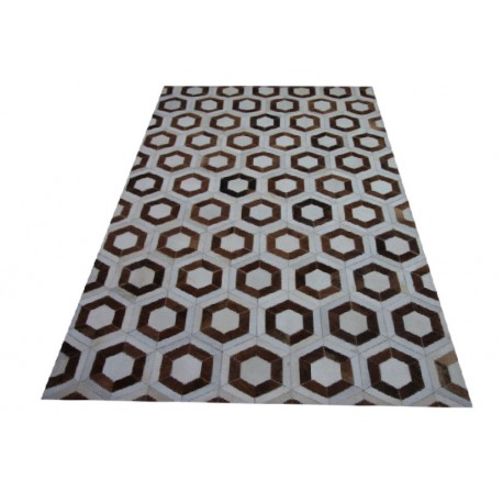 Niezwykły dywan z prostokątnych kawałków naturalnej, niefarbowanej skóry  bydlęcej 150x220cm patchwork